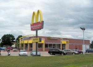 New_McDonald's_restaurant_in_Mount_Pleasant,_Iowa